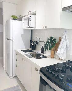 Small Space Kitchen, Kitchen Tops, Small Space Living, Kitchen Decor, Kitchen Design, Small Apartment Living, Apartment Kitchen, Home Design Living Room, Tiny House