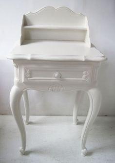 barok nachtkastje van mimi en co http://www.mimi-enco.be/?p=24779 #kinderbureau #kindermeubelen #kinderkamers