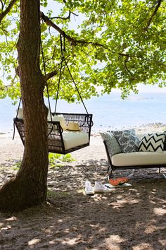Living room by the beach. Outdoor Sofa, Outdoor Furniture, Outdoor Decor, Earthy, Living Room, Colors, Brown, Wood, Beach