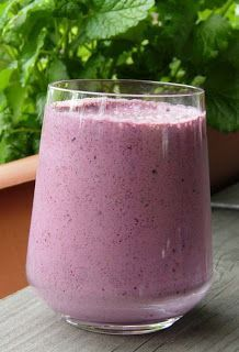 'Gordon's Berry Breakfast Drink Recipe - I like to serve this drink in my cobalt blue glasses. It's tasty and colorful! Vegan Smoothies, Juice Smoothie, Smoothie Drinks, Fruit Smoothies, Smoothies Coffee, Detox Drinks, Strawberry Oatmeal, Strawberry Smoothie, Breakfast Smoothie Recipes