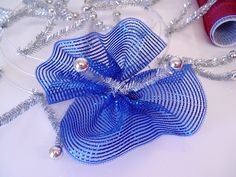 Wreath tutorial using Red White Blue Deco Poly Mesh, Ruffle technique, Pencil Wreath with Ball and wire edge ribbon Mesh Ribbon Wreaths, Fabric Wreath, Christmas Mesh Wreaths, Diy Ribbon, Deco Mesh Wreaths, Christmas Crafts, Wreath Crafts, Diy Wreath, Wreath Burlap