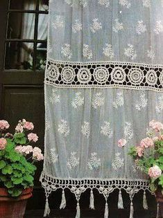 Creative and Modern Ideas Can Change Your Life: Shabby Chic Curtains Girly shabby chic pillows lace.Rustic Shabby Chic Kitchen shabby chic painting old windows. Vintage Crochet, Vintage Lace, French Vintage, Crochet Lace, Antique Lace, Crochet Doilies, Shabby Chic Decor, Bohemian Decor, White Bohemian