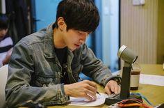 """Jinyoung  Según fuentes del drama, la canción de Jinyoung, """"Foggy Road"""", sonó al final del episodio 6 y será lanzada la próxima semana en las páginas de música."""
