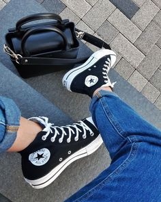 Converse All Star, Mode Converse, Outfits With Converse, Converse Chuck Taylor, Converse Shoes Outfit, Jordan Shoes Girls, Girls Shoes, Souliers Nike, Sneakers Fashion