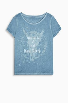 Soft, cool and trendily dyed T-shirt with a printed statement