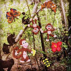 Ça grouille de vie dans la jungle . Participation au défi #dontbeadalone catégorie créative. #miyukiaddict #miyuki #miyukibeads #brickstitch #perlesandco #perlezmoidamour #perleaddict #perleusecompulsive #jesuisunesquaw #jenfiledesperlesetjassume