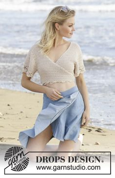 Beach Ballet - Crocheted top in DROPS Belle. The piece is worked with wrap-around style, treble crochets and fans. The piece is worked top down. Sizes S - XXXL. - Free pattern by DROPS Design Crochet Summer Tops, Crochet Crop Top, Crochet Blouse, Double Crochet, Beach Crochet, Crochet Design, Crochet Wrap Pattern, Drops Design, Crochet Free Patterns