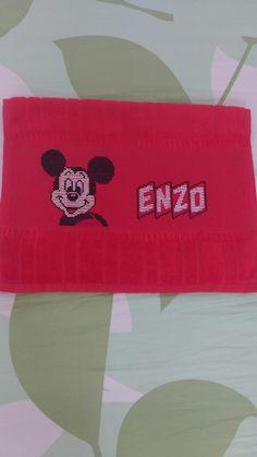 Gráfico do Mickey e o nome do Enzo