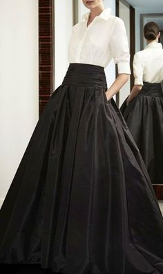 Look to Love: Beautiful Ball Skirts {The Most Classic Way to Wear a Ball Skirt by Carolina Herrera, of Course! Look Fashion, High Fashion, Fashion Beauty, Fashion Clothes, Formal Fashion, Feminine Fashion, Fashion Outfits, Classic Fashion, Style Clothes