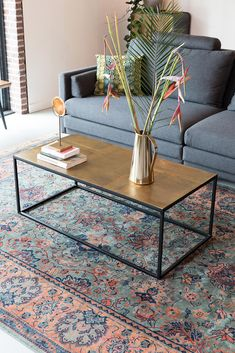 With its seventies inspired vintage brass table top, coffee table Lee takes you straight back in time. The brass pieces in the table top bring a luxury feeling to Lee. Very elegant 💛 Brass Coffee Table, Coffee Table Design, Living Room Carpet, Living Room Furniture, Coffee Table Inspiration, Aesthetic Room Decor, Decoration, Rugs On Carpet, Diy