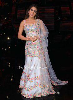 Sara Ali Khan in Tamanna Punjabi Kapoor – South India Fashion Indian Fashion Dresses, Dress Indian Style, Indian Gowns, Indian Designer Outfits, India Fashion, Indian Wear, Modest Fashion, Sharara Designs, Kurti Designs Party Wear
