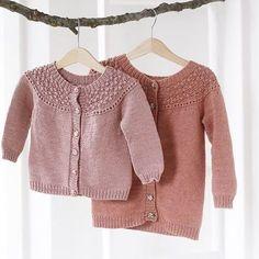 Billede af BROMBÆRcardigan Diy Crafts Knitting, Knitting For Kids, Baby Knitting Patterns, Baby Patterns, Cardigan Pattern, Baby Cardigan, Kids Outfits Girls, Baby Sweaters, Little Girl Dresses