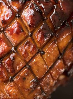 This Maple Glazed Ham is a spectacular, EASY centrepiece for your Christmas table! www.recipetineats.com