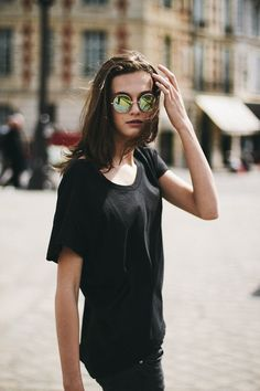 Sunglasses are essentials for hot summer days and I've been totally charmed by the return of round sunnies this season. Look Fashion, Womens Fashion, Fashion Tips, Fashion Design, Fashion Trends, Fashion Basics, Fashion Styles, Fashion Clothes, Latest Fashion