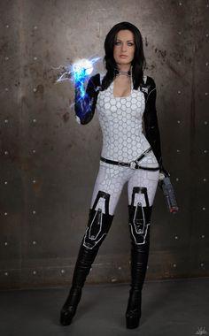 Miranda Lawson (Mass Effect) Photo by Hannuki.deviantart.com