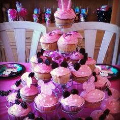 Minnie Mouse Cupcakes: This would be such a cute idea for a little girl's birthday party!!!