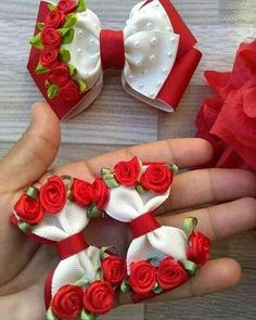 🎀 Deixa seu ❤ se Achou Lindo e marque Aquela amiga que ama Artesanato 💬… 🎀 Let your ❤ Find yourself Beautiful and mark That friend who loves Crafts 💬🙆🎀. 🎀 Have you considered changing your life with Crafts? Diy Hair Bows, Ribbon Hair Bows, Diy Bow, Ribbon Art, Diy Ribbon, Ribbon Crafts, Fancy Bows, Hair Bow Tutorial, Barrettes