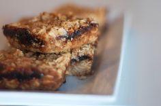 blackberry oat bars Oat Bars, Blackberry, Minis, Banana Bread, Desserts, Food, Oatmeal Bars, Tailgate Desserts, Deserts