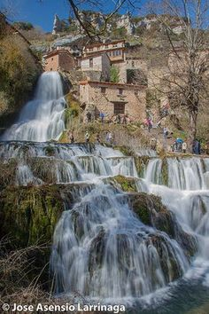 Orbaneja del Castillo, Burgos, Castilla y León (Españ Places To Travel, Places To See, Wonderful Places, Beautiful Places, Travel Around The World, Around The Worlds, Weekend France, Beautiful Waterfalls, Spain And Portugal