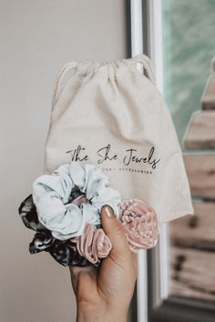 Scrunchies from The She Jewels✨, Scrunchies, Easy Craft Projects, Diy Crafts For Kids, Sewing Projects, Accesorios Casual, Headbands, Tulle Headband, Hair Ties, Diy Hairstyles