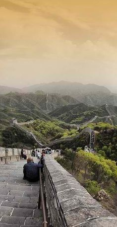 "Great Wall of China - my biggest thing is to see the 7 wonders of the world. Even though the ""seven"" changes all the time, the Great Wall is definitely one thing I want to do. And whilst I'm in China, visiting Xian, Shanghai and Hong Kong are a must!! #HipmunkBL"