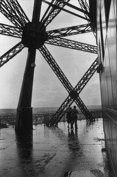La Tour Eiffel 1952 Photo: Henri Cartier-Bresson