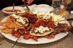 Los Antojitos     En Oaxaca puede tratarse de unas Tlayudas o memelas recién salidas del comal, untadas con asiento y rociadas con queso y salsa de chile pasilla; de unos biuces con tortillas calientes y aguacate.