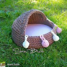 Crochet Cat Toys, Crochet Home, Crochet Animals, Crochet Dolls, Crochet T Shirts, Crochet Fabric, Loom Knitting, Knitting Patterns, Crochet Patterns