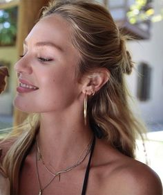 Candice Candice Swanepoel Style, 1920s Hair, African Models, Victorias Secret Models, Celebs, Celebrities, Woman Crush, Messy Hairstyles, Fashion Models