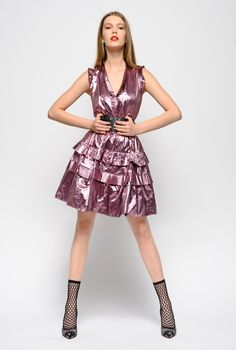 Discover the latest PINKO Dresses at the official online store. Short Skirts, Short Dresses, Pleated Fabric, Metallic Dress, Dress Outfits, Bodice, Spring Summer, V Neck, Model