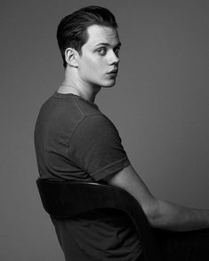 Catch bill skarsgård on hemlock grove! Bill Skarsgard Hemlock Grove, Bill Skarsgard Pennywise, Skarsgard Family, Roman Godfrey, Pennywise The Clown, Beautiful Boys, Celebrity Crush, Pretty People, Actors & Actresses