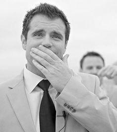 La réaction de cet homme face à la vision de sa femme en robe de mariée est magique