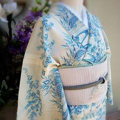 Beautifully simple blue on white kimono Yukata Kimono, Kimono Japan, Kimono Fabric, Kimono Dress, Traditional Japanese Kimono, Traditional Fashion, Traditional Dresses, Geisha, White Kimono