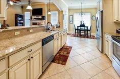 Traditional Kitchen with TV Wall Mount, Stainless Undermount 2-Basin Sink, Galley, Kitchen peninsula, Breakfast nook