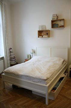 simple bed room