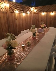A sparkly, gold backyard graduation party table decorations – Party Decorations 2020 18 Birthday Party Decorations, Graduation Party Themes, Gold Birthday Party, Birthday Brunch, Grad Parties, 21 Birthday, Backyard Party Decorations, Rose Gold Party Decorations, Graduation Table Decorations