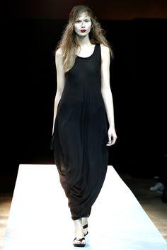 Yohji Yamamoto Spring 2011 Ready-to-Wear Fashion Show - Monika Sawicka…