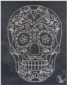 Bonjour les cocottes, après plusieurs semaines d'absence, nous revenons en cette fin du mois d'octobre. Halloween approche à grands pas, nous vous proposons aujourd'hui ce motif de crâne dans le style redwork. Link Fil Gunold Poly 40 - Le fil de vos idées...