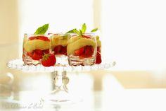 Verrines de crème au chocolat blanc, huile d'olive, vanille et fraises (inspirées de Pierre Hermé)
