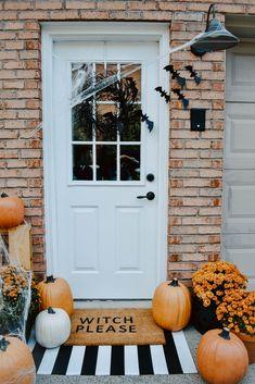 DIY Halloween Door Mat + Front Porch | House On Longwood Lane Front Porch Halloween Decorations, Halloween Mantel, Halloween Party Themes, Halloween Home Decor, Halloween 2020, Halloween Birthday, Halloween House, Holidays Halloween, Halloween Crafts
