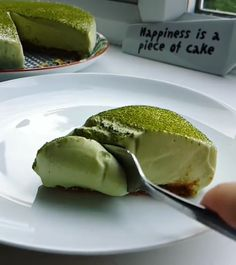 No-bake Matcha Cheesecake Happiness is a piece of this no-bake Cheesecake. Salty Cake, Savoury Cake, Other Recipes, Original Recipe, Clean Eating Snacks, Quick Easy Meals, Stuffed Peppers, Happiness, Home