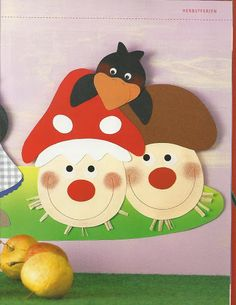 Frohlich - bunte Herbstfenster - Klára Balassáné - Picasa Web Albums Fruit Crafts, Plate Crafts, Paper Crafts For Kids, Diy Home Crafts, Autumn Activities, Craft Activities For Kids, Autumn Crafts, Nature Crafts, Paper Embroidery