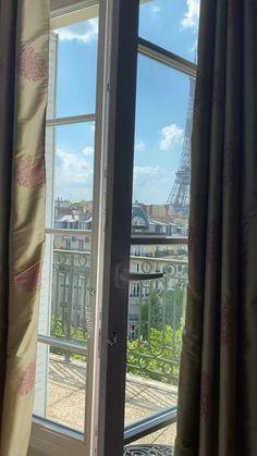 Beautiful Places To Travel, Wonderful Places, Paris Video, Paris France Travel, Paris Wallpaper, Paris At Night, Beautiful Nature Scenes, Applis Photo, Aesthetic Photography Nature