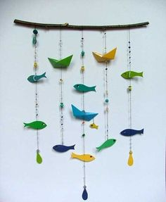 fun fish mobile made of paint chips Paint Chip Mobile, Paint Chip Art, Paint Chips, Diy Wall Art, Diy Art, Elle Decor, Baby Mobile, Fish Mobile, Paper Mobile