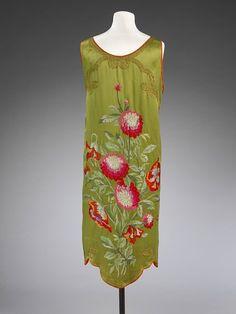 Evening dress Place of origin: Paris, France (made) Date: 1922-25 (designed) Artist/Maker: Callot Soeurs