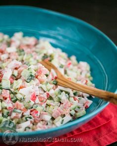 Splendid A fresh crab and cucumber salad. This one beats any deli crab salad! NatashasKitchen The post A fresh crab and cucumber salad. This one beats any deli crab salad! appeared first on Sweet Recipes . Seafood Dishes, Seafood Recipes, Cooking Recipes, Healthy Recipes, Seafood Salad, Crab Salad Recipe Healthy, Crab Meat Salad, Crab Pasta Salad, Seafood Platter