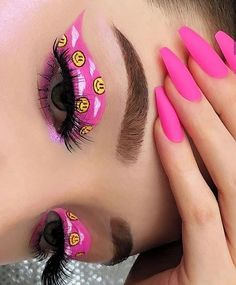 Edgy Eye Makeup, Bright Eye Makeup, Baddie Makeup, Purple Makeup, Creative Makeup Looks, Eye Makeup Art, Kiss Makeup, Cool Makeup Looks, Eye Makeup Designs