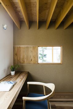 Tukurito Architects Designed the Arakabe House Using Traditional Japanese Construction Methods Diy Kitchen Storage, Architect Design, Custom Homes, Home Office, Dining Bench, Corner Desk, Construction, Architecture, Modern