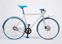 The Vélosophy Sport Edition is an aluminium city commuter equipped with alloy fenders, anti-rust chain and a smooth-shifting integrated hub from Sram. Bicycle, Good Things, Orange, Sports, Blue, Stuff To Buy, Green, Products, Wheels