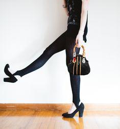 """Τσαντάκι """"πουγκί"""" με φερμουάρ. Κωδ. 416.052, Τηλ. 2510 241726 Capri Pants, Fashion, Capri Pants Outfits, Capri Trousers, Fashion Styles, Fashion Illustrations, Trendy Fashion, Moda"""